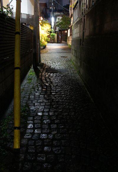 夜散歩のススメ「神楽坂の脇道路地」東京都新宿区