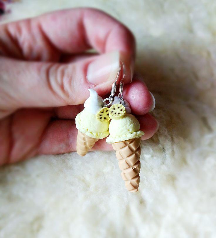 """Zmrzky do uší """"Vanilla"""" Náušnice z polymerové hmoty ve tvaru zmrzlin, cca 4 cm."""