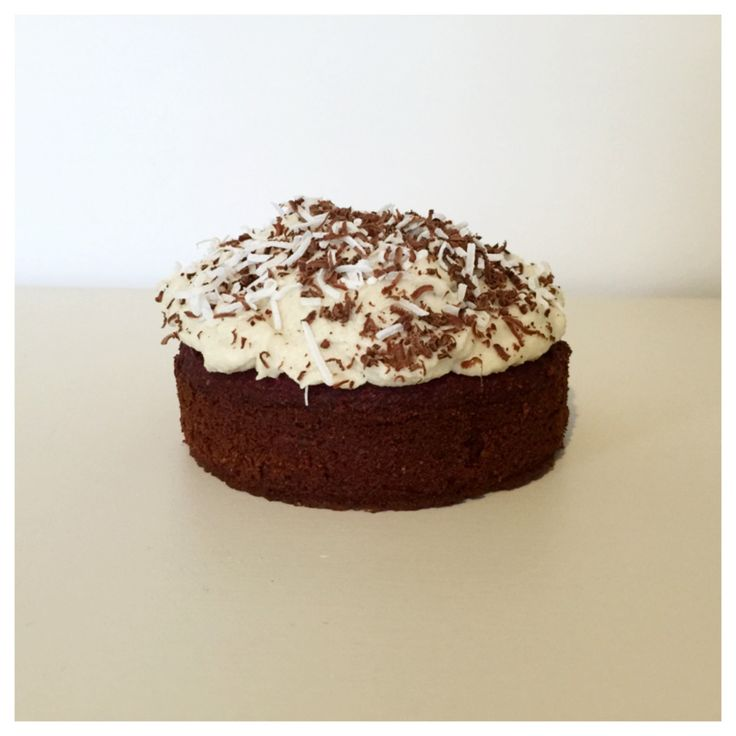 Chocolate beetroot cake with coconut and cashew cream frosting Makes 1 mini cake or 4 cupcakes Dairy free Sugar free Gluten free option Ingredients 75g beetroot 1egg 1tbsp milk of choice or w...