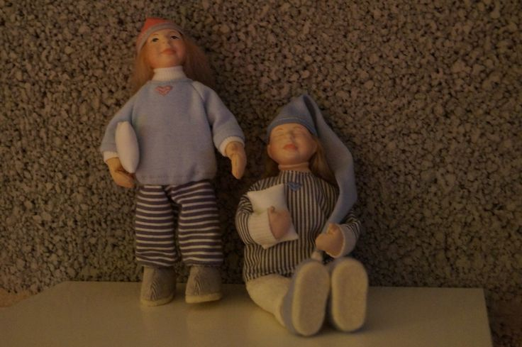 Sleeping puppets
