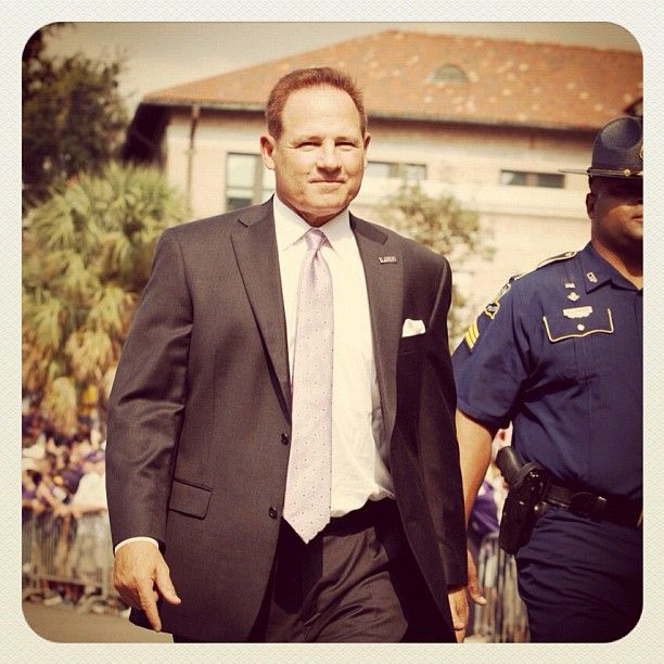 #LSU coach Les Miles walking into #Tiger Stadium before their game against #Washington. (@tyler_kaufman/SI) #NCAAF