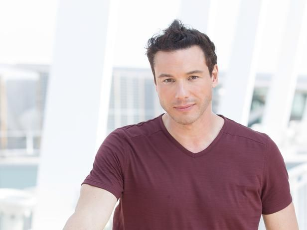 Chef Rocco DiSpirito helps a New Jersey Greek eatery on a new #RestaurantDivided at 10|9c.   Repin if you're watching!