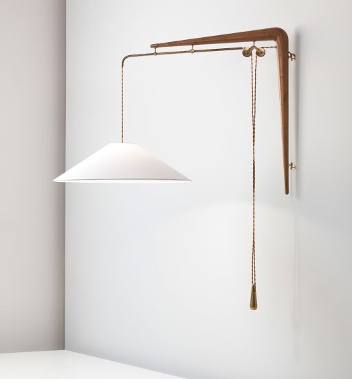 Gino Sarfatti; #137 Brass and Walnut Adjustable Wall Light for Arteluce, c1940.