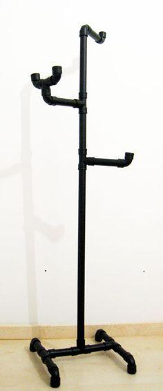 Para hacer este perchero necesitaremos: 2,5 m. de tubo de PVC de 32 mm    7 codos H-H de PVC de 32 mm    3 codos M-H de PVC de 32 mm    6 ...