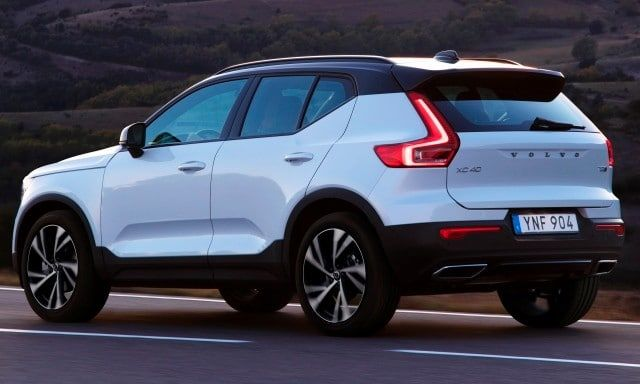 2019 Volvo Xc40 First Review Kelley Blue Book Volvo Volvo Suv Suv Cars