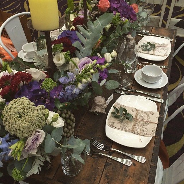 Love a table full of bright blooms! #Oakover #eBridalexpo #poppyandwillow #bloomstylist #weddings #eventstyling #perth #freshflowers #tablecentrepiece #tableflowers #boutique #blooms