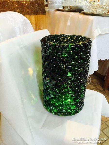Zöld üvegkavicsokból álló egyedi asztali lámpa LED világítással Green glass board lamp with LED from Ildikó Piszkátor. More information see in the article
