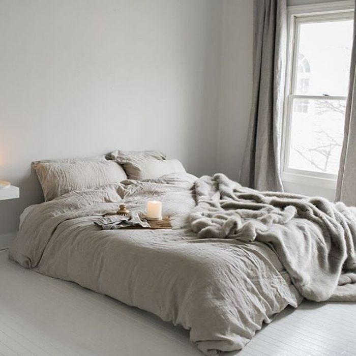 Beautiful neutral bedlinen so simple and yet so stylish via @ethocollective
