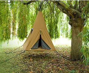 #PriceTalk #프라이스톡 아이들이 자유롭게 놀 수 있고 설치가 쉬운 신개념 오두막 텐트가 나왔다.   '트리피(Treepee)'는 텐트와 그네, 트램펄린을 하나로 합쳐 놓은 것과 비슷하다. 즉, 아이들에게 자신만의 요새를 만들어주며 땅에서 약간 높이 떠 있는 상태를 제공한다. 따라서 아이들이 바닥에서 쿵쾅거리면 여러 방향으로 흔들리며 일종의 재미있는 그네놀이가 된다. 당연히 텐트의 지퍼를 모두 닫은 채 바닥에서 뛰어야 된다는 점은 아이들에게 강조해야 한다.   '트리피'는 기본적으로 나무 가지나 높이 솟은 구조물에 걸 수 있도록 고안된 텐트다. 그리고 지면에서 1.5피트 높이 이내로 낮게 걸도록 권장한다. 혹시라도 떨어질 경우 다치지 않도록 하기 위함이다. 하지만 아이들이 잘 따르기만 하면 어떤 높이에 걸어도 상관없다.   제품의 크기는 1.5m(가로) x 1.5m(세로) x 2.5m(높이), 바닥은 작은 아이 네 명 정도는 거뜬히 수용할 정도로 넓다. 아이들은…