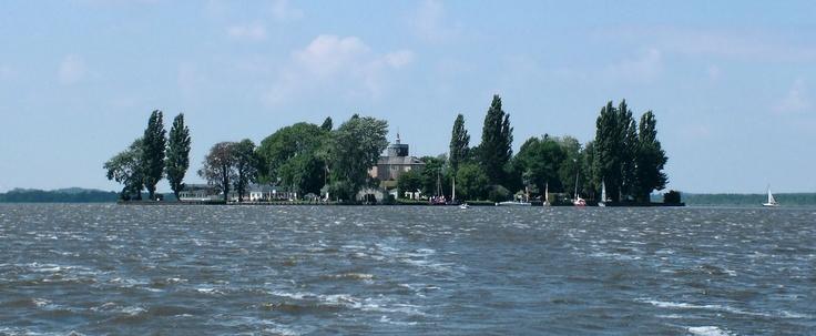 http://upload.wikimedia.org/wikipedia/commons/1/1f/Wilhelmstein_Steinhuder_Meer_Eins.jpg