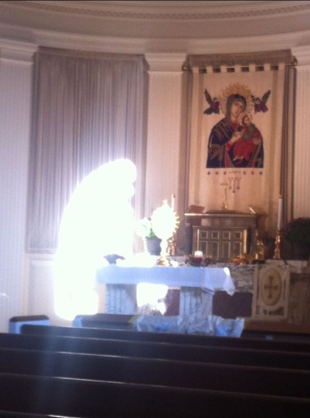 Miraculous photograph taken at Eucharistic Adoration Chapel Glenview, Illinois