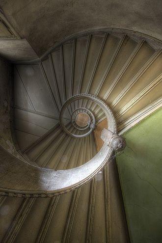 shell like elegant staircase