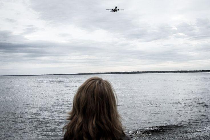 Εμείς πήραμε ένα από αυτά τα αεροπλάνα και γυρίσαμε πίσω στην Ευρώπη.Κάθε φορά που βλέπουμε ένα αεροπλάνο να πετάει, χωρίς φυσικά να γνωρίζουμε πού πάει, αναφωνούμε: Αλάσκα!