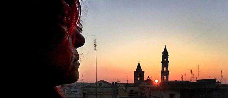 Mirella Caldaronevive e lavora ad Andria. Ama la fotografia. Campo privilegiato del suo lavoro fotografico è l'indagine sociale. Attraverso la rappresentazione dei gesti, degli appuntamenti sacri e popolari e del linguaggio della vita quotidiana, Mirella focalizza gli aspetti più significativi dell'identità di una comunità che si muove nel suo paesaggio urbano e territoriale, dando forma …
