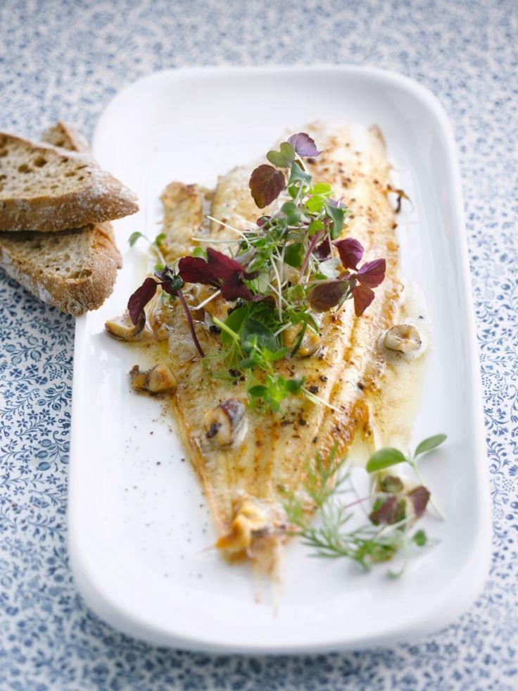 Zeetong met hazelnootboter & kruidige salade http://njam.tv/recepten/zeetong-met-hazelnootboter-kruidige-salade
