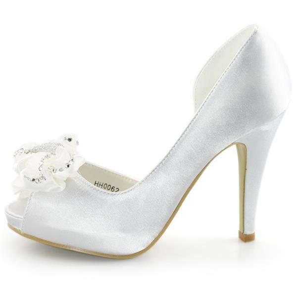 Атласные туфли с бантом