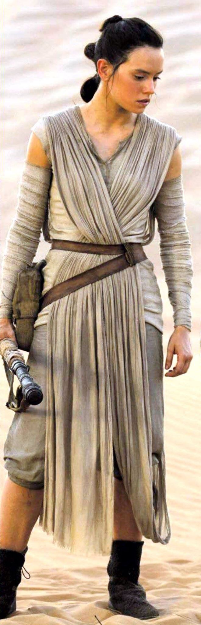 Star Wars VII - The Force Awakens / Rey Note Daisy Ridley is not wearing the leather strap on her left wrist