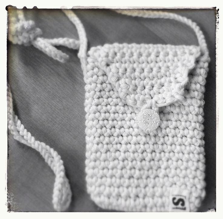 A phone poche for a dear friend. Puhelinpussi ystävälle.