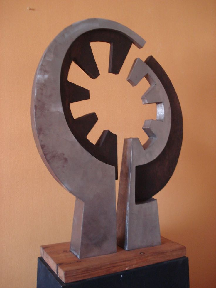 Caníbal. Escultura madera metal 70 x 50 x 10 cms