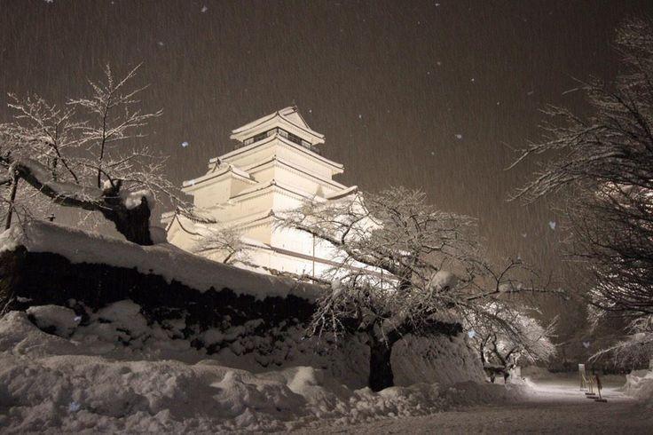 """10pm. 会津若松城。 静かに雪が降っています。 #snow #japan"" Aizu Fukushima"