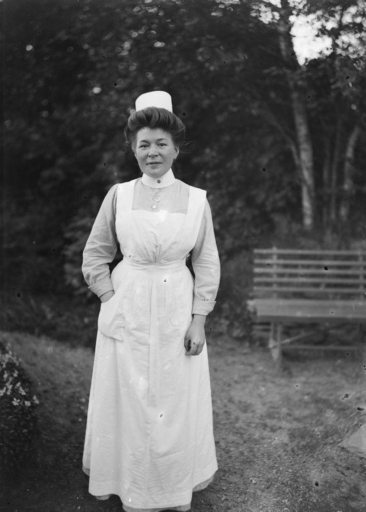 [kvinne i sykepleier uniform] fra marcus.uib.no