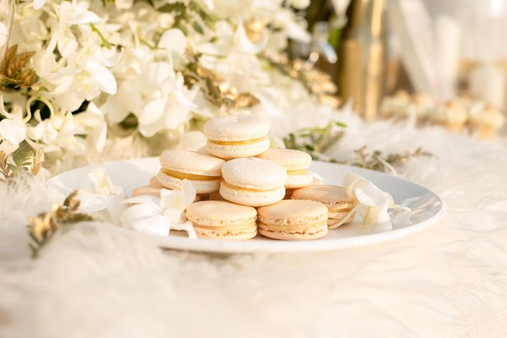 The Oriental Theme for wedding is luxury with gold,white and cream color. We are decorated with pastel desserts as macaron at Buddy Garden ,Buddy Oriental Riverside