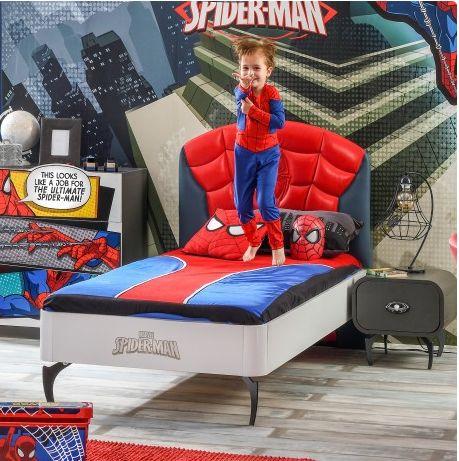 Cool! Spannend #bed voor de #Spiderman #kinderkamer! Het hoofdeind is gestoffeeerd in een matblauw en glanzend rood leatherlook, op een bijzondere manier doorgestikt. De bedomranding is van hoogwaardige meubelplaat in een matwitte afwerking. Uniek zijn de metalen 'spinnenpoten' - deze maken het bed heel speciaal.