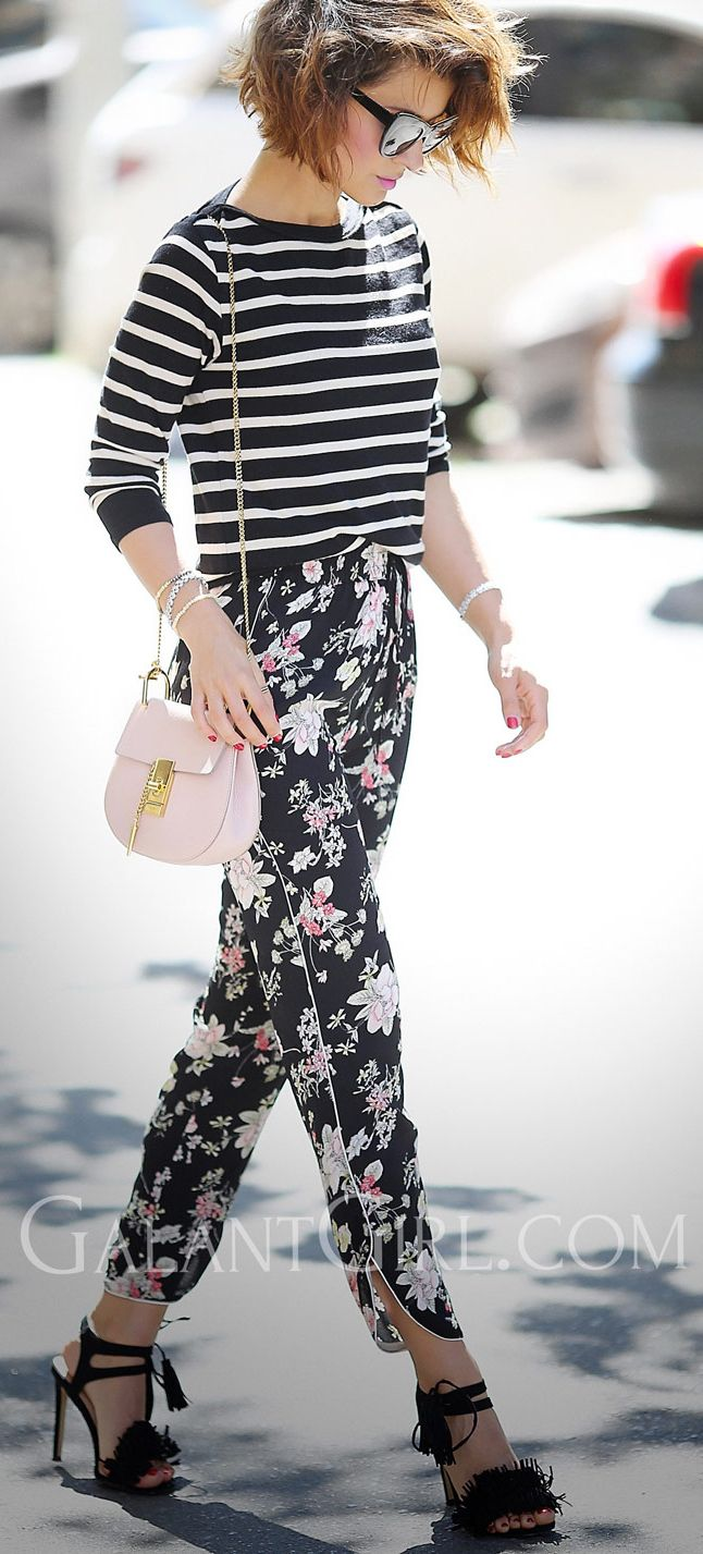 floral trousers outfits   chloe drew bag   striped top   mixing prints outfits   street styles   мода стиль микс принтов