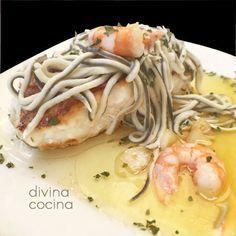 En esta receta de rape con gulas y gambas puedes sustituir el rape por cualquier pescado blanco que te guste.
