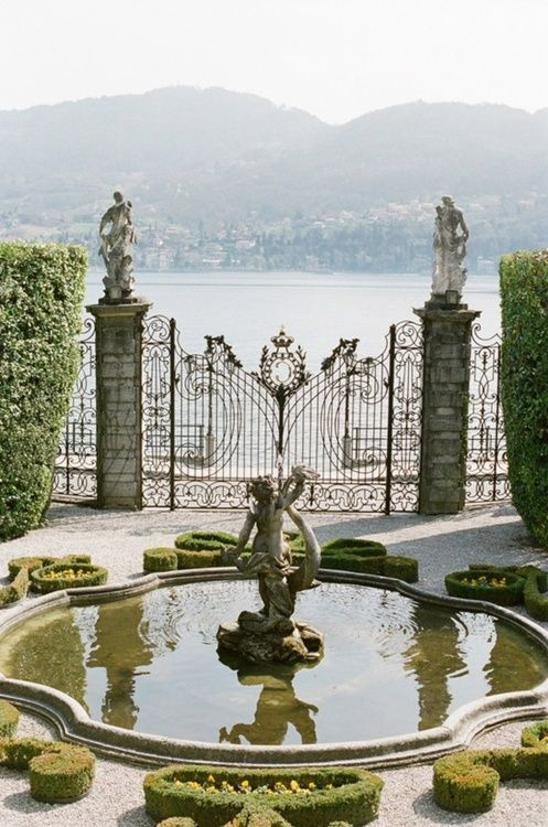Tres' Magnifique - beautiful wrought iron gate and fence, beautiful fountain