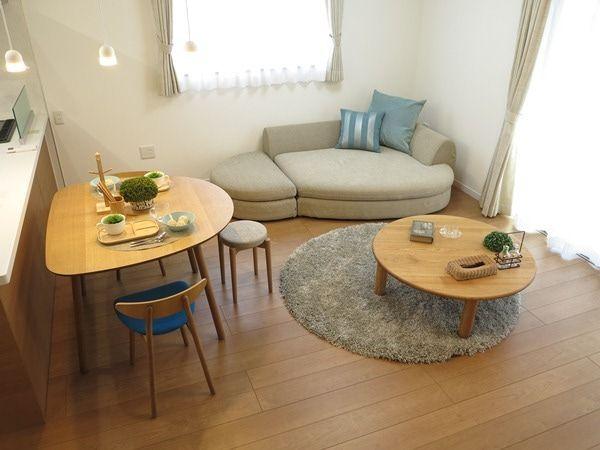 10畳未満のリビングダイニングでも曲線のある家具をチョイスすると空間が広く使えるコーディネート 家具なび きっと家具から始まる家づくり 名古屋 インテリアショップbigjoyが家具の視点から家づくりを提案 リビング 10畳 リビングダイニング レイアウト