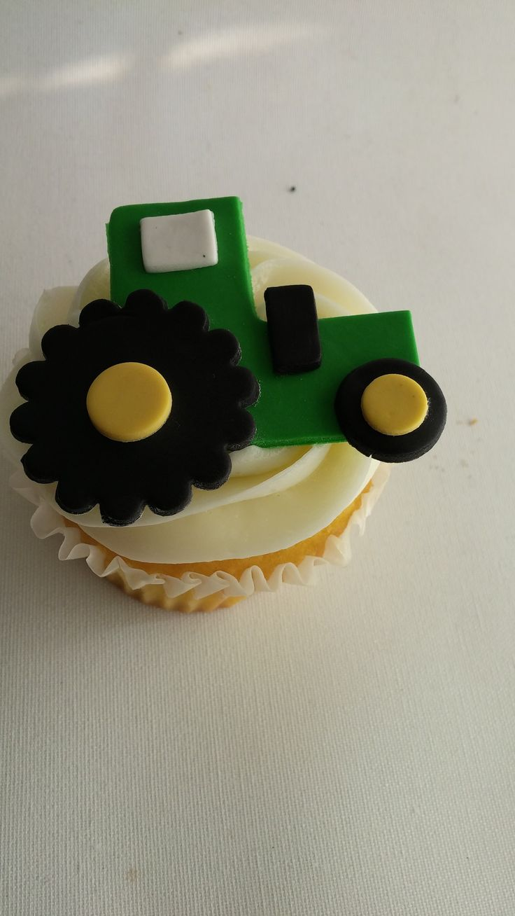 Tractor cupcake