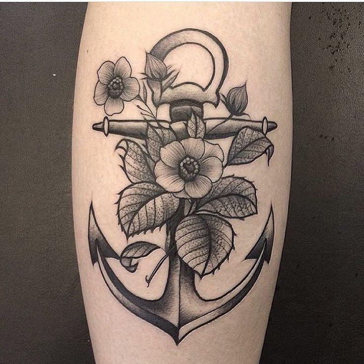Tatuagem de âncora feita por Renata Gregori no estilo old school. #tatuagem #tattoo #tradicional #oldschool