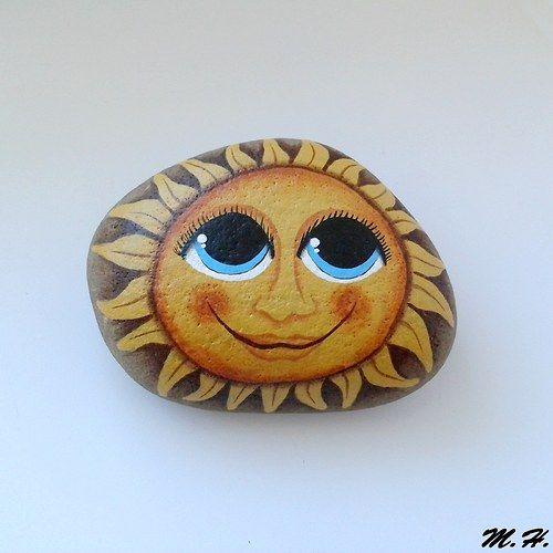 Cute sun painted on a rock. Sluníčko na kameni