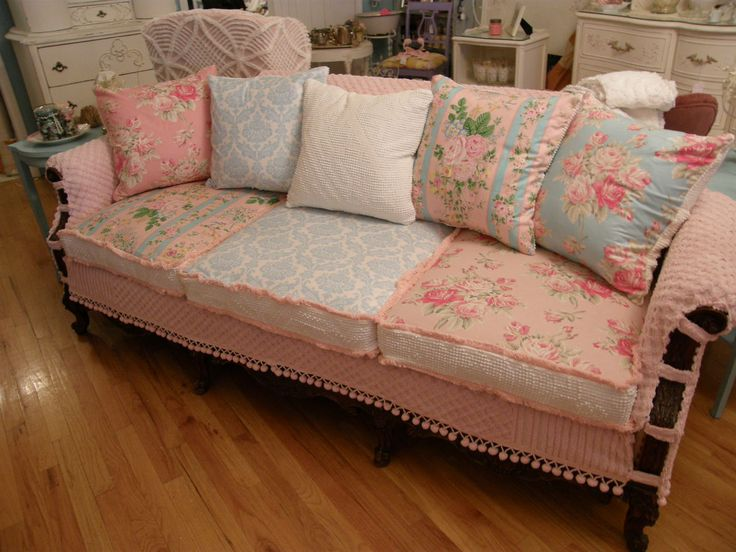 this is darling...but how long do you think it would last??  I'm worried about even using my white quilt on my chair in my living room.  I've used a couple as covers over the sofa and they already have tears in them that need mending.: Day Beds, Cottages Style, Living Rooms, Vintage Chic, Chic Furniture, Vintage Fabrics, Shabby Chic Design, Studios Couch, Sofas