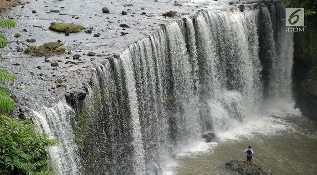 8 Wisata Air Terjun Di Indonesia Yang Mirip Niagara Tak Kalah Memukau Di 2020 Air Terjun Niagara Air Terjun Indonesia