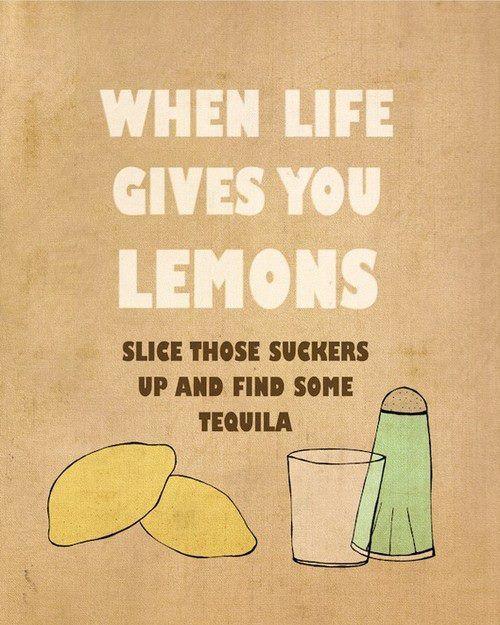Όταν η ζωή σου δίνει λεμόνια…  Η αφισέτα στον τοίχο του fb της Έρης – Captain Cook ήταν η αφορμή να επισπεύσω την παρασκευή του κέικ της σημερινής συνταγής.Γιατί τελικά, όταν η ζωή σου δίνει λεμόνια δεν φτιάχνεις μόνο λεμονάδα!* Τουπερμέγεθεςλεμόνι που είχα στο ψυγείο, είχε από την αρχή …