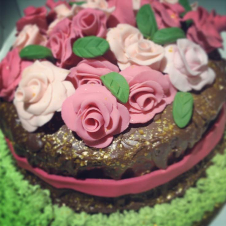 "Flowers chocolate cake by ""Erase una vez"""