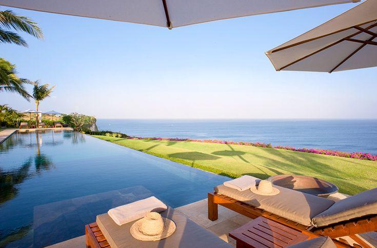 Villa Istana is een prachtige landgoed met 5 suite-kamers met een adembenemende uitzicht op de Indische Oceaan zuidelijk Bali Indonesie