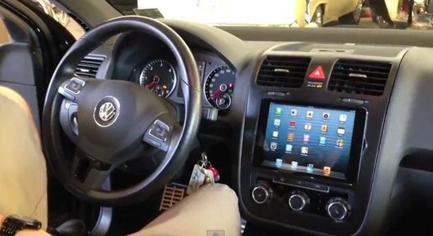iPad Mini ajunge in bordul unei masini VW Jetta, se potriveste perfect (Video)