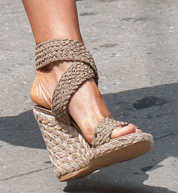 "Jennifer Aniston Wears the Stuart Weitzman ""Alex"" Wedges Thrice on Set"