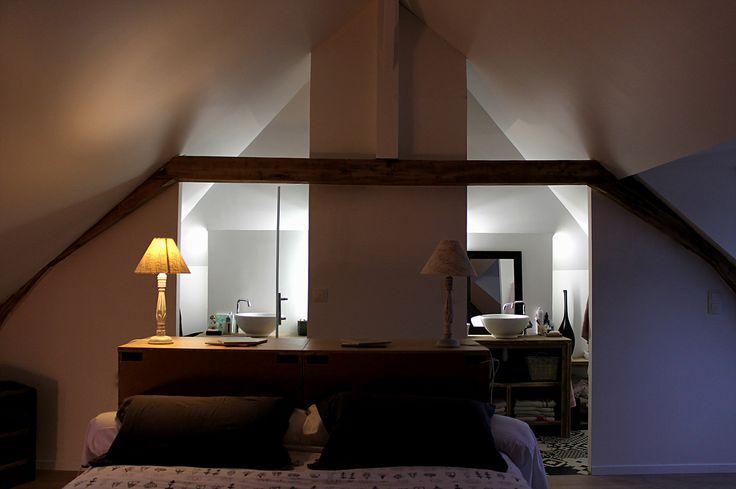 Suite parentale, combles aménagés, salle de bain sous combles dans chambre, poutres apparentes. Ronan Cooreman, Architecte d'intérieur Lille.