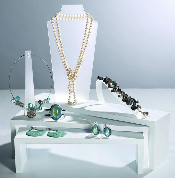 Encuentra expositores para collares, pulseras y anillos en Retif