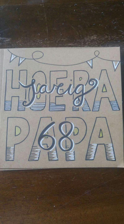 Jarig raamtekening hoera krijtstift verjaardag birthday taart feest jarig hoera vader papa handlettering kaart tekenen quote