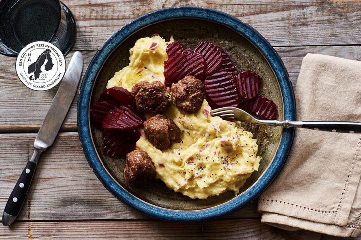 Zweedse gehaktballetjes met romige aardappelpuree en bietjes | Marley Spoon