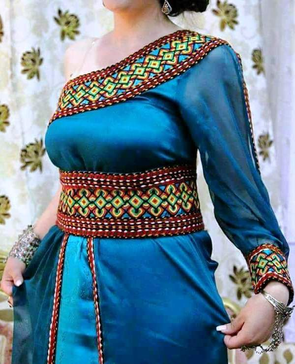 Robe kabyle moderne robe kabyle pinterest robes for Vente robe chaoui