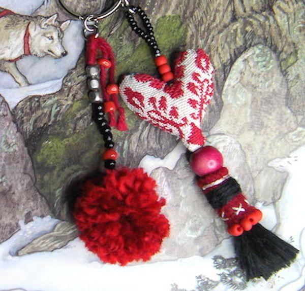 Bijou de sac/grigri /charm / scandinave/ethnique/coeur/pompon/rouge... : Porte clés par anjes