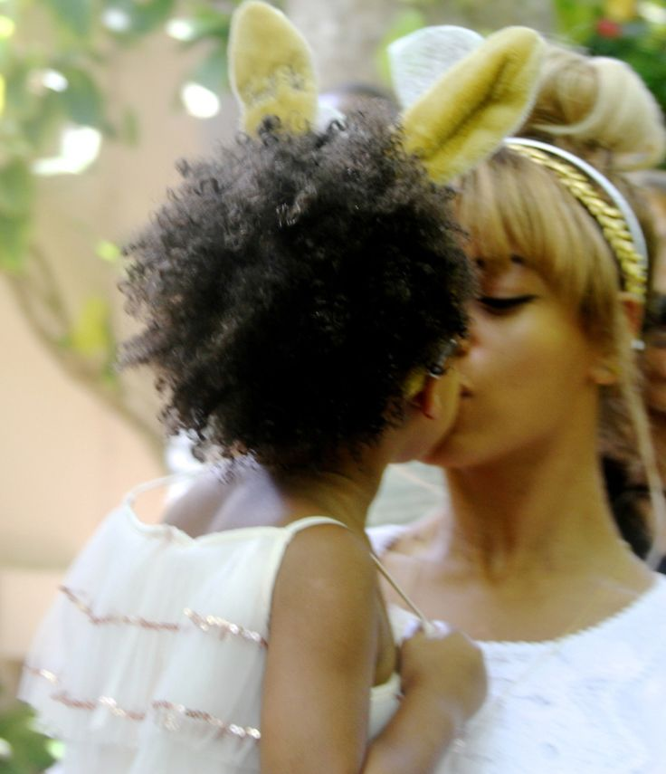 Beyonce & Jay-Z took Blue Ivy to see the Beverly Hills Easter bunny