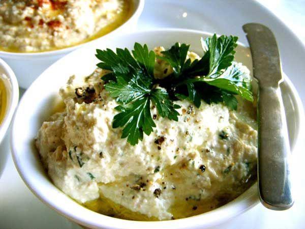Ricette crudiste: hummus di mandorle, una bontà senza pari