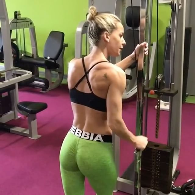 """2,474 Likes, 24 Comments - Workout Videos (@gymgirlvids) on Instagram: """"Vid by: @melissa_machale Hard to find full arm workouts for you ladies but Melissa came thru with a…"""""""